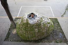 【歩道】に家を建てる実験?建築家の卵が発案した移動できるエッグハウス | THINK FUTURE