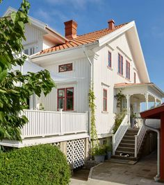 Style At Home, Exterior Design, Interior And Exterior, Red Roof House, Swedish Cottage, Home Fashion, Cozy House, Beautiful Homes, Home And Garden