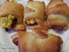 Bacon, Egg and Cheese Crescents Ingredients... 1 (8 ounce) can Pillsbury® refrigerated Crescent dinner rolls 8 slices bacon, crisply cooked, crumbled...... 4 eggs, scrambled 1/2 cup finely shredded Cheddar cheese 1 egg, beaten (optional) 1 tablespoon cracked black pepper (Optional) Directions 1. Heat oven to 350 degrees F. Unroll dough on work surface; separate into triangles. 2. Top each triangle with bacon, scrambled egg and cheese. Roll up loosely as directed on can. Place on ungreased…