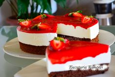 Tort-cu-iaurt-si-capsuni-i1 Cheesecake, Desserts, Tailgate Desserts, Deserts, Cheesecakes, Postres, Dessert, Cherry Cheesecake Shooters, Plated Desserts