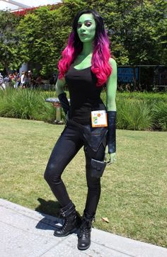 Disney Cosplay Gamora - COSPLAY IS BAEEE! Tap the pin now to grab yourself some BAE Cosplay leggings and shirts! From super hero fitness leggings, super hero fitness shirts, and so much more that wil make you say YASSS! - Photo of Gamora Costumes Comic Con, Comic Con Cosplay, Marvel Cosplay, Cool Costumes, Costume Ideas, Anime Cosplay, Comic Con Outfits, Marvel Costumes, Superhero Cosplay