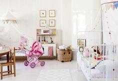 Romanttisen lastenhuoneen kalusteet on hankittu Ikeasta. | Paluu juurille | Koti ja keittiö | Tea Honkasalo | Kuva Arsi Ikäheimonen