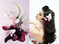 """Accessoire floral pour coiffure pin-up Tiki et Rockabilly - Pince à cheveux tropicale - Bibi """"Geisha Delight"""" par Oceanfront"""