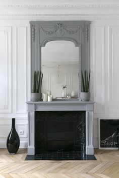 Une #cheminée toute en grise ! #gris http://www.m-habitat.fr/cheminees/styles-de-cheminees/les-cheminees-traditionnelles-3125_A