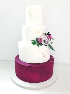 Wedding cake by Dasa - http://cakesdecor.com/cakes/270293-wedding-cake