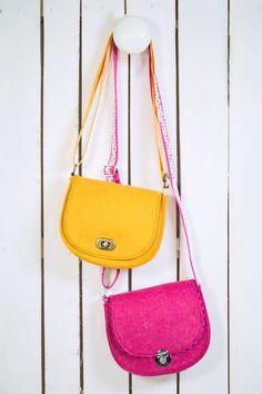 Patterns & instructions for bags - Sewing pattern Freebie shoulder bag felt Oktoberfest sew - School Purse, School Bags, Bag Patterns To Sew, Sewing Patterns, Expensive Handbags, Felt Purse, Denim Bag, Saddle Bags, Bag Accessories