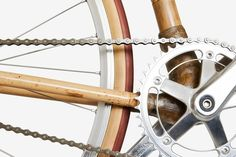profound harmony of the single-speed freewheel and crankset allows an optimal transmission for riding on plains and uphill