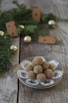 Spekulatius balls with white chocolate and marzipan // almon biscuit balls // Sweets & Lifestyle®️️️ balls # gift from the kitchen gift Delicious Cake Recipes, Yummy Cakes, Marzipan, Baking Recipes, Cookie Recipes, Italian Snacks, Italian Christmas, World Recipes, Fabulous Foods