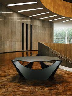 Mesa de metal na cor preta. Designer: Pedro Ramírez Vázquez.