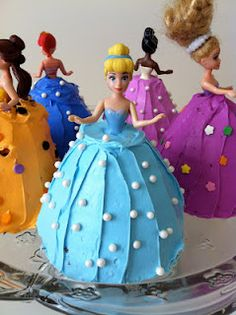 Madtown Macs: Mini Princess Cakes cakes-i-will-never-be-able-to-make-but-look-cool-a Princess Birthday, Princess Party, Girl Birthday, Birthday Parties, Birthday Ideas, Barbie Princess, Birthday Cakes, Barbie Torte, Bolo Barbie