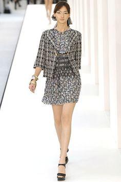 Chanel Spring 2007 Ready-to-Wear Fashion Show - Daria Werbowy