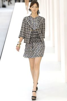 Chanel Spring 2007 Ready-to-Wear Fashion Show - Daria Werbowy