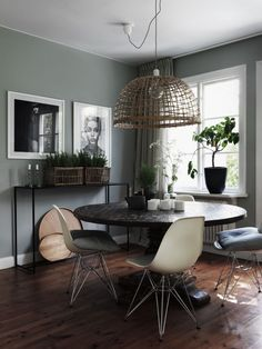 Check it out Green walls in the dining area of a cool Swedish home with inspiring touches. The post Green walls in the dining area of a cool Swedish home with inspiring touches. Jo… appeared first on Dol Decor . Room, Interior, My Scandinavian Home, Sage Green Walls, Home Decor, House Interior, Dining Room Decor, Interior Design, Swedish House