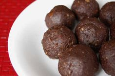 Grain-Free Raw Brownie Bites. Ingredients 1 1/2 cups walnuts Pinch of salt 1 cup pitted dates 1 tsp vanilla 1/3 cup unsweetened cocoa powder