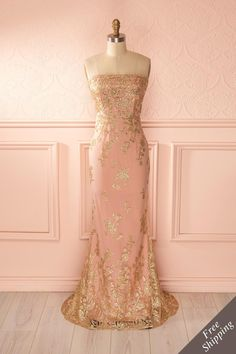 My first thought when I came across this beauty was Anneliese from Princess and the Pauper. The dusty rose and gold decoration is the ideal combination for a princess while remaining elegant.