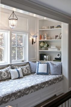 1 Kindesign's collection of 63 Incredibly cozy and inspiring window seat ideas will help inspire your search for the perfect ideas on designing your own window seat. Designing a window seat has… Living Room Seating, My Living Room, Home Decor Bedroom, Modern Bedroom, Bedroom Ideas, Budget Bedroom, Trendy Bedroom, Bedroom Windows, Bay Windows
