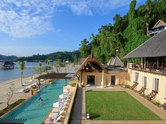 A seaside resort with 120 villas on the Malaysian side of Borneo. Located within a national marine park, the 30-acre property offers PADI-certified dives to 25 choice spots. read more