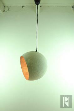 Papier Mache und Gips Eierschale Lampe von RoughHandsTheHague