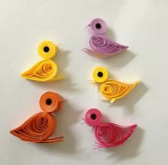 Birds Paper Quilling Patterns, Origami And Quilling, Quilling Craft, Quilling Keychains, Quilling Jewelry, Paper Art, Paper Crafts, Diy Crafts, Paper Diamond
