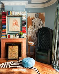 If I had to live with a boy, I'd want it to look like this :-) Looove the frame of books on the mantel!