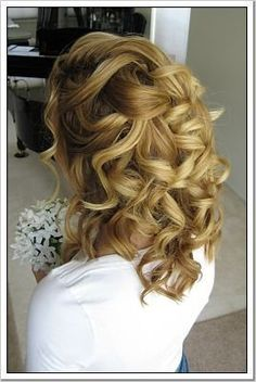 ideas for @Lisa Phillips-Barton james, this would be so pretty... if the curls hold, the top id really loose & nice