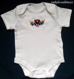 Kézzel hímzett színes kalocsai baba body (3)