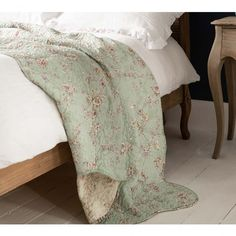 Decorate your bedroom with our award-winning collection of luxury blankets and bed throws. Luxury bedspreads also guarantee a soothing night's sleep. Luxury Bedding Collections, Luxury Bedding Sets, Bedding And Curtain Sets, Comforter Sets, Luxury Bedspreads, Bed Linen Design, Kids Blankets, Quilted Bedspreads, Linen Bedding