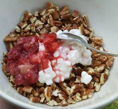 low carb breakfast: 1/2 cup pecans, 1/4 cup Daisy brand cottage cheese, and 4 small diced strawberries. (5 net carbs and 85% healthy fats)