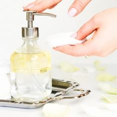 3 DIY make-up remover recepten - DIY Beauty Organic Ideen Beauty Care, Diy Beauty, Beauty Hacks, Home Design, Make Your Own Makeup, Makeup Humor, Diy Lotion, Diy Shampoo, Wedding Nails For Bride