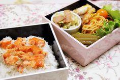 2014.5.23 Bento 鮭ご飯、ふきの煮物、ベーコンとキャベツの炒めもの、ナポリタンスパゲティ、目玉焼き、サラダ