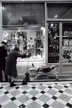 Robert Doisneau Passage Jouffroy, Paris 1981