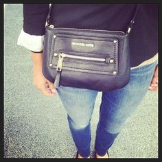 Skinny jeans, blazer and a cute bag! #officestyle #michaelkors