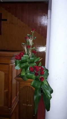 Selecting The Flower Arrangement For Church Weddings – Bridezilla Flowers Alter Flowers, Church Flowers, Table Flowers, Deco Floral, Arte Floral, Large Flower Arrangements, Modern Floral Design, Japanese Flowers, Floral Centerpieces