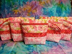 May Your Bobbin Always Be Full: Quilted Zipper Bag......Tutorial.  Instructions for five.  Found another interpretation from Quilt Monster in My Closet