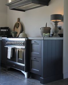 Goedemorgen (i think this is a german stove? Loft Kitchen, Diy Kitchen, Kitchen Decor, Kitchen Design, Green Kitchen Walls, Kitchen Colors, Grey Kitchens, Home Kitchens, Layout Design