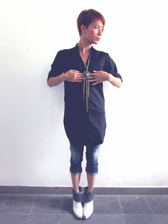 "Style guide: Casual Shanghai ~ Thursday at work. ""Greek inspired costume jewelery can add a dramatic flair to your daytime wear."" Valentine Vũ #tunic #fashion  #denimcapris"