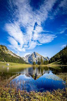 Schöne Wanderung zum Gräppelensee im Toggenburg Places To Travel, Travel Destinations, Places In Switzerland, Stuff To Do, Things To Do, Tropical Beaches, Travel Inspiration, Scenery, Wanderlust
