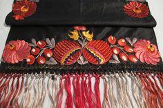 Matyo Hungarian Embroidered Textile от MaisonettedeMadness на Etsy