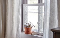 Make your own lacy curtain frame - IKEA Window Privacy, Window Screens, Window Coverings, Window Treatments, Window Panels, Lace Window, Autumn Lights, Hanging Curtains, Home Projects
