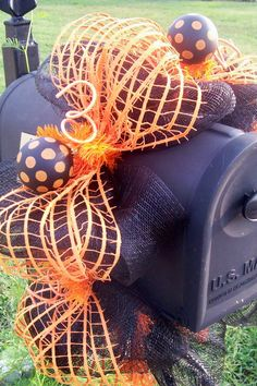 15 Fun and Scary Ideas How to Decorate Your Mailboxes for Halloween - Style Motivation Halloween Boo, Holidays Halloween, Halloween Crafts, Happy Halloween, Halloween Decorations, Halloween Ideas, Box Decorations, Halloween Garage, Halloween Clothes
