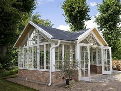 Aluminium and Wooden Greenhouses – Greenhouse Design Ideas Greenhouse Shed, Greenhouse Gardening, Garden Cottage, Home And Garden, Outdoor Spaces, Outdoor Living, Wooden Greenhouses, Green House Design, She Sheds