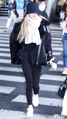 Fansite Photo: Rosé at Incheon Back from Jakarta January 2019 Korean Girl Fashion, Blackpink Fashion, Daily Fashion, Fashion Outfits, Pink Outfits, Cute Outfits, Foto Rose, Kleidung Design, Airport Style