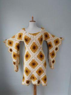 Vintage 1960s 1970s Hand Knit Crochet Angel Bell Sleeve HIPPIE Cream & Gold…