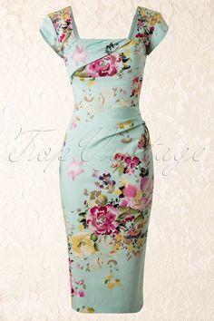 DezeCara Dress in The Mint Seville Floral Printvan The Pretty Dress Company is een spetterende pencil dress in een super elegante snit met een sprankelende bloemenprint: elke jurk is uniek!Uitgevoerd in een mintgroene afkledende stevige luxe stretch katoenmix voor een perfecte pasvorm! Vierkante halslijn met een gedrapeerd overslagje op de voorzijde en korte kapmouwtjes.De top is geschikt voor zowel een bescheiden als een flinke boezem en het gehele lijfje is gevoerd voor ex...