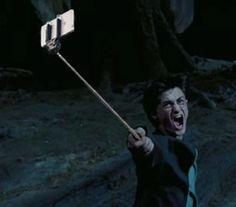 Les flingues remplacés par des selfie-sticks dans des scènes cultes : Harry Potter