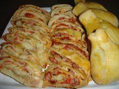 Pizza enrolada uma massa macia, saborosa, que você mesmo pode fazer!!! Surpreenda seus amigos e familares com essa maravilhosa pizza.