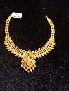 Gold Necklace Simple, Gold Jewelry Simple, Gold Jewellery, Bridal Jewelry, Short Necklace, Necklace Set, Gold Mangalsutra Designs, Gold Earrings Designs, Necklace Designs
