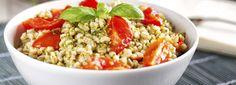 Prepara subito un'ottima insalata di farro con tonno! Ecco come: versate il farro in una pentola con acqua fredda e salata, quindi fatelo cuocere a fuoco lento per 30 minuti da quando l'acqua comincia a bollire.