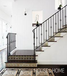 We're sharing 10 beautiful floors worthy of #ihavethisthingwithfloors! #tiles #graphictiles #floortiles   Design: Harrison Design, Jackie Terrell Photo: Stacey Brandford