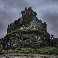 Castle Tioram, home of Clan MacDonald of Clan Ranald, Loch Moidart, Scottish Highlands Scotland Castles, Scottish Castles, Edinburgh Scotland, Castle Ruins, Medieval Castle, Beautiful Castles, Beautiful Places, Palaces, Clan Macdonald